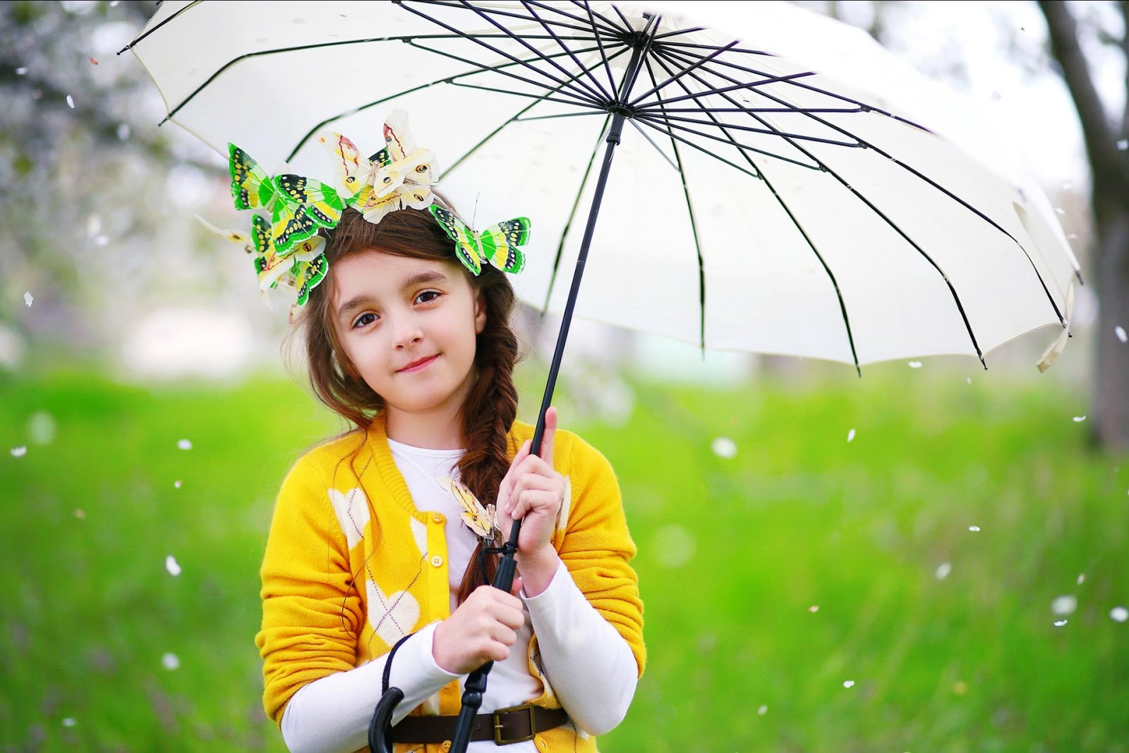 Baby Girls Smiling With Really Cute Way You Will Definitely Love These Collection Of Wallpapers