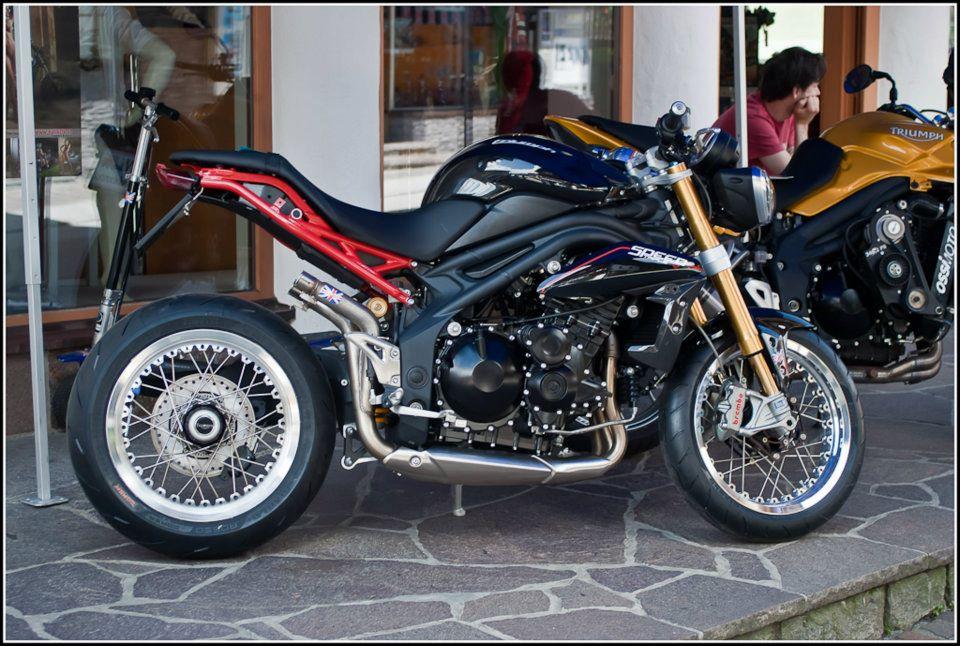 moto triumph hellas triumph speed triple 1050 custom. Black Bedroom Furniture Sets. Home Design Ideas