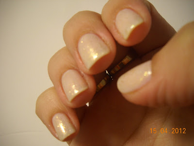 as gold as it gets essie nails uñas nail polish esmaltes flakies