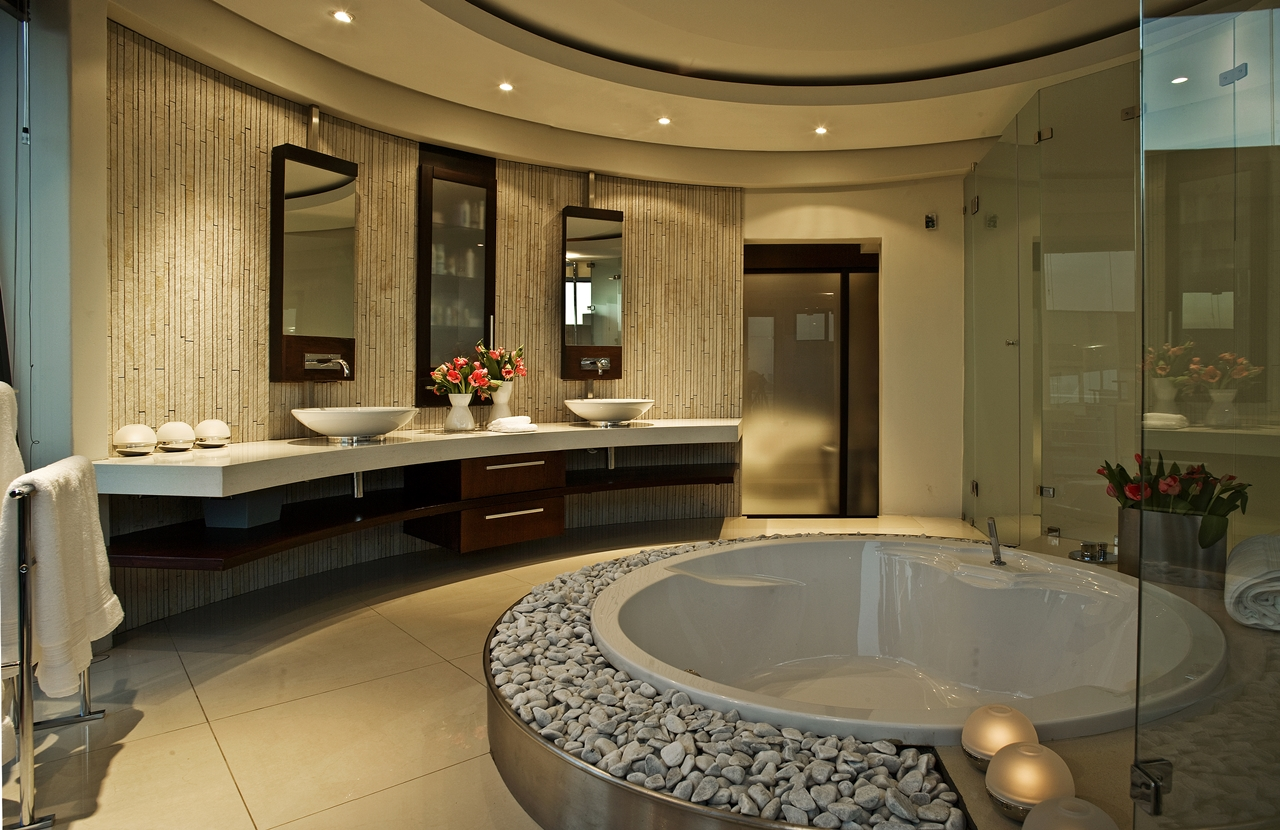 World of architecture huge modern home in hollywood style for Salle de bain avec jacuzzi
