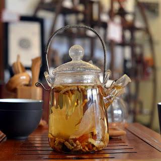 Photo thé aux 8 trésors - théière en verre