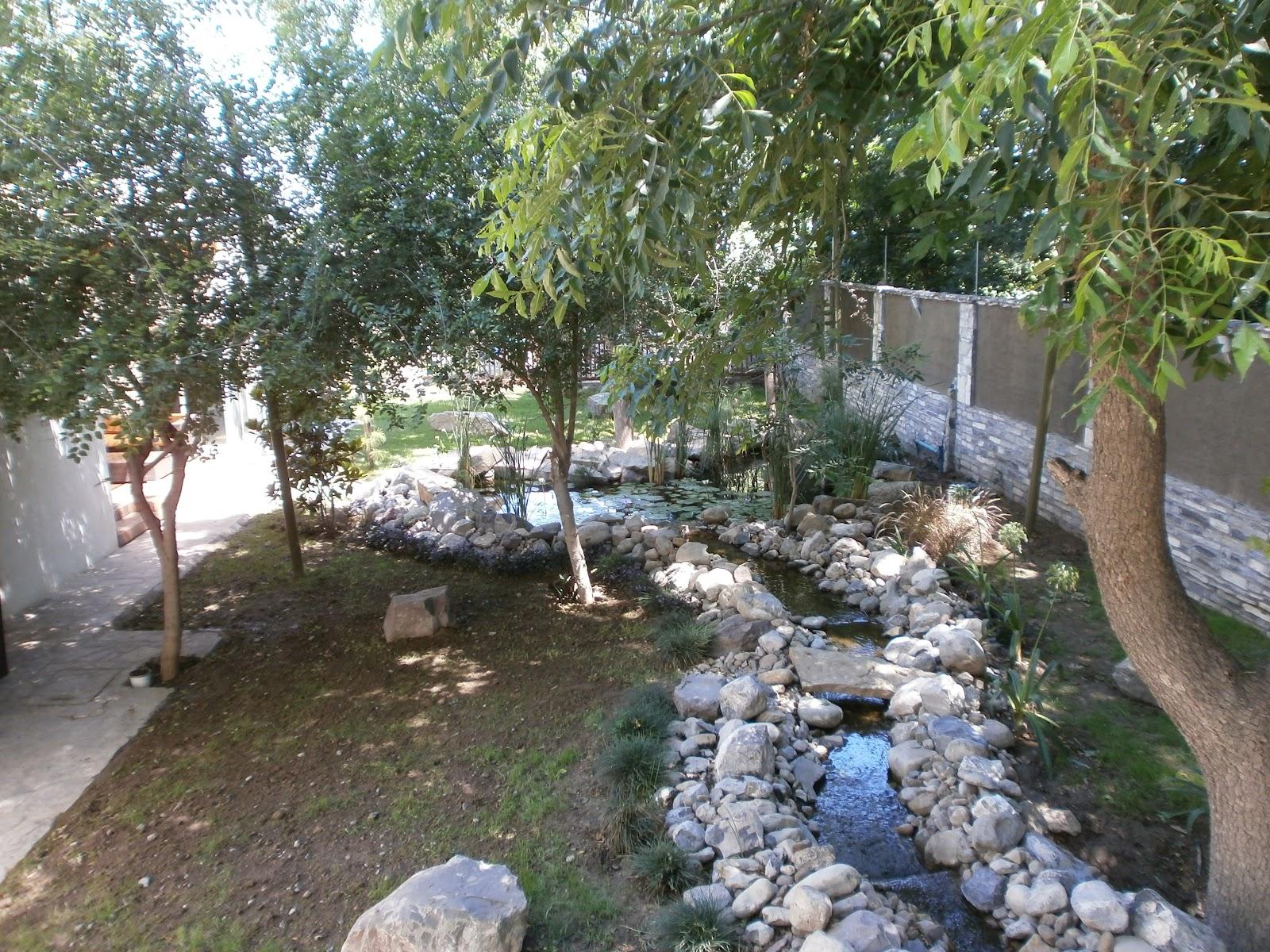 Rio y lago artificiales for Jardines artificiales