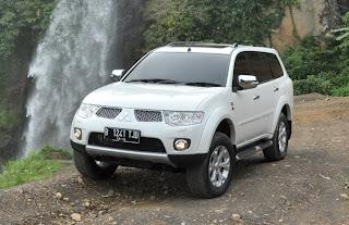 Toyota Fortuner VNT vs Mitsubishi Pajero Sport Dakar