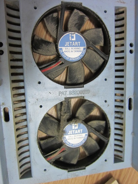 故障したHDDファンを修理