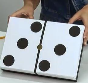 http://manualidadesreciclables.com/16056/como-hacer-un-domino-gigante-para-chicos