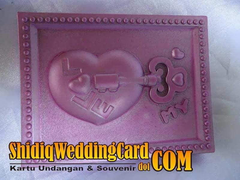 http://www.shidiqweddingcard.com/2014/02/souvenir-cermin-kotak.html