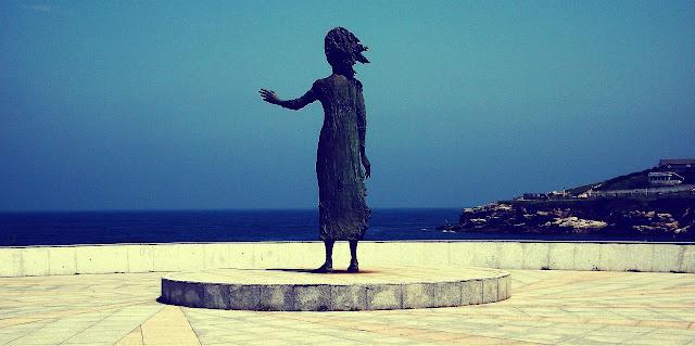 Gijón estatua mar lloca madre emigrante
