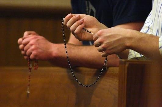 http://2.bp.blogspot.com/-MY7RrY26fRQ/VC68fM6O4OI/AAAAAAAA_cc/-OeZGtcUWwQ/s1600/rosary%2Bprayer%2Btogether.JPG