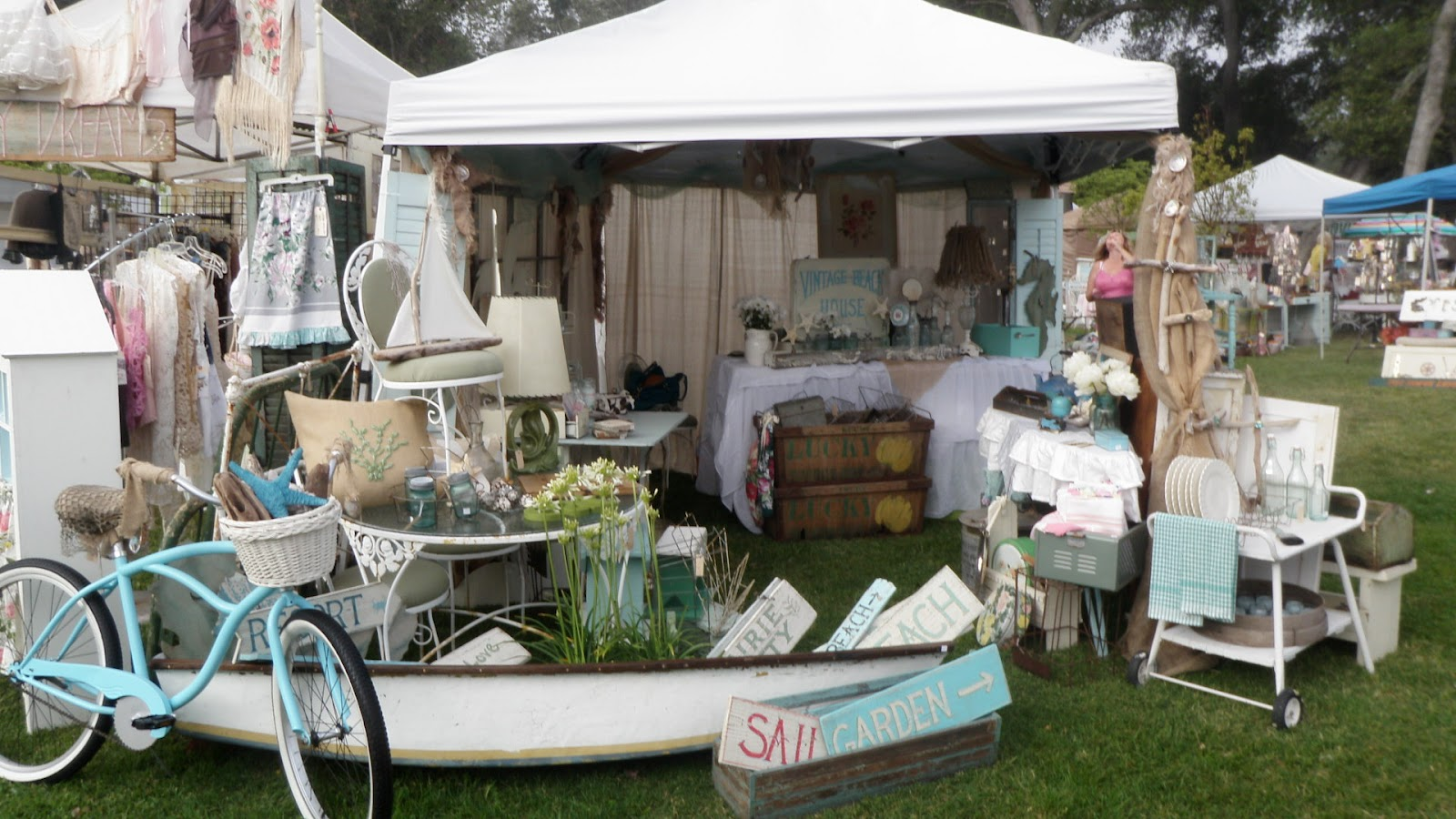 Vintage beach house for Antique marketplace