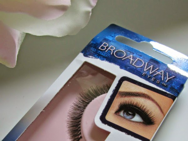 Broadway Eyes Natural Lashes Frivolous - Review 2