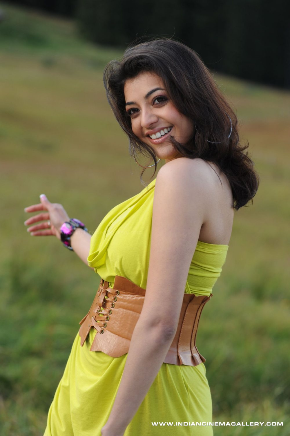 Hot VIDEOS: Kajal Agarwal Latest Hot and Sexy Photo Gallery Thigh Show