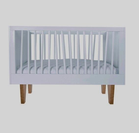 cuna ninetonine combinación de madera y papel de pared cuarto infantil