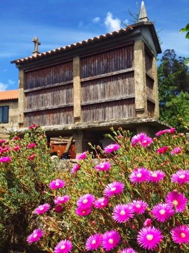Galician hórreos