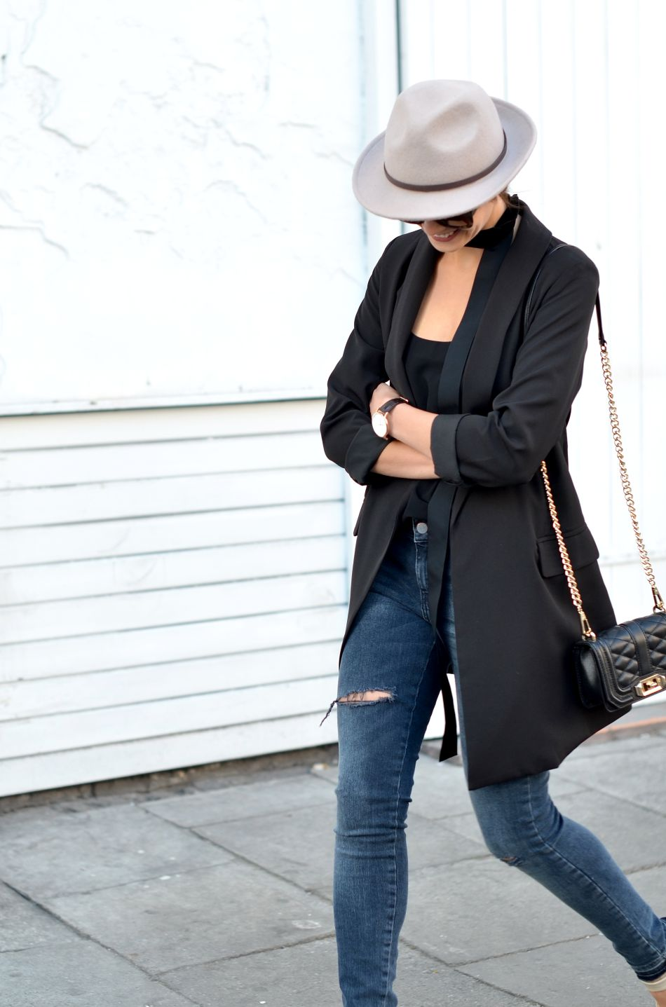 kapelusz | bezowy | czarna marynarka | blog modowy | usmiech | blogi o modzie | blogerki modowe | blogi o modzie