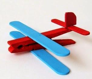 http://123manualidades.com/avion-de-broche-y-palitos-de-madera/2993/