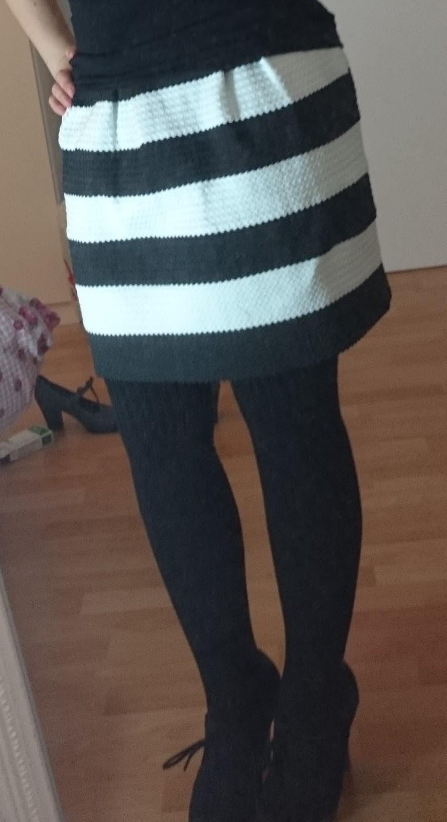 Streifen-Rock Schwarz und Weiß Outfit