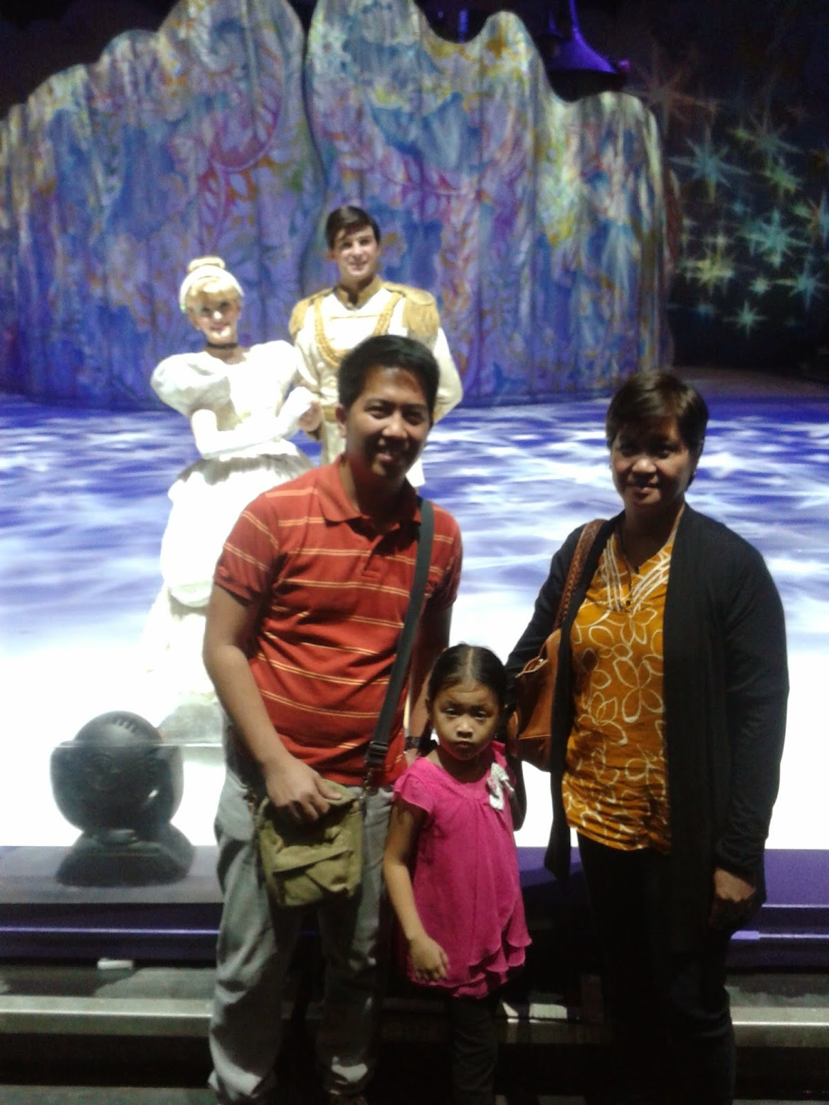 how to meet the disney on ice characters