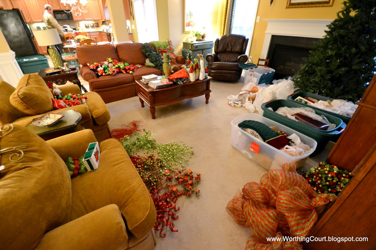 how to organize christmas decorations via worthing court blog - Organizing Christmas Decorations