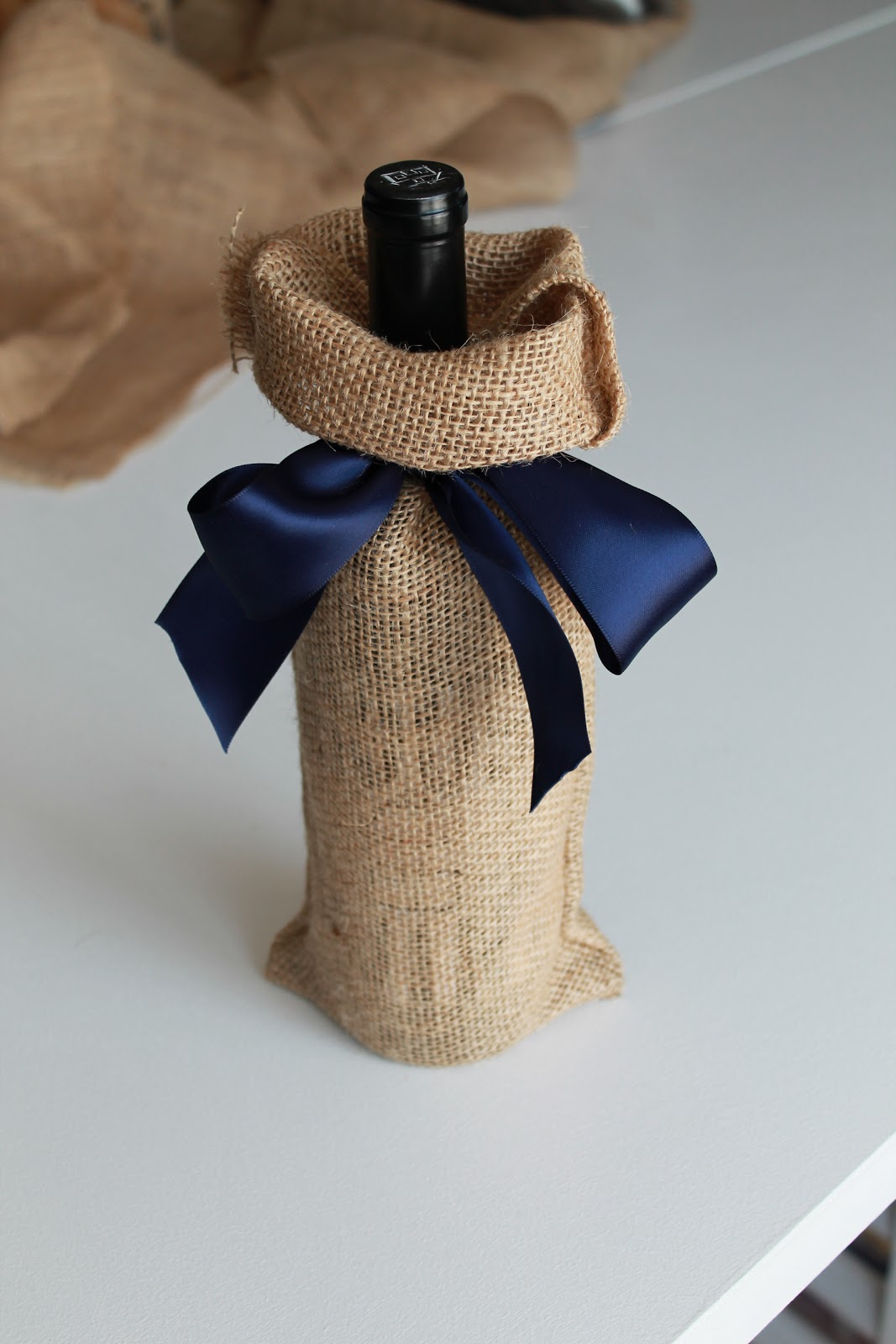 Five Minute Burlap Wine Bag