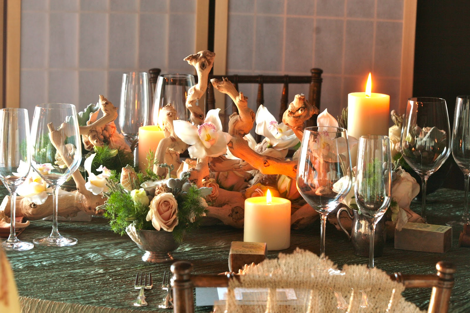 A gala affair events romantic seaside wedding for Driftwood table centerpieces