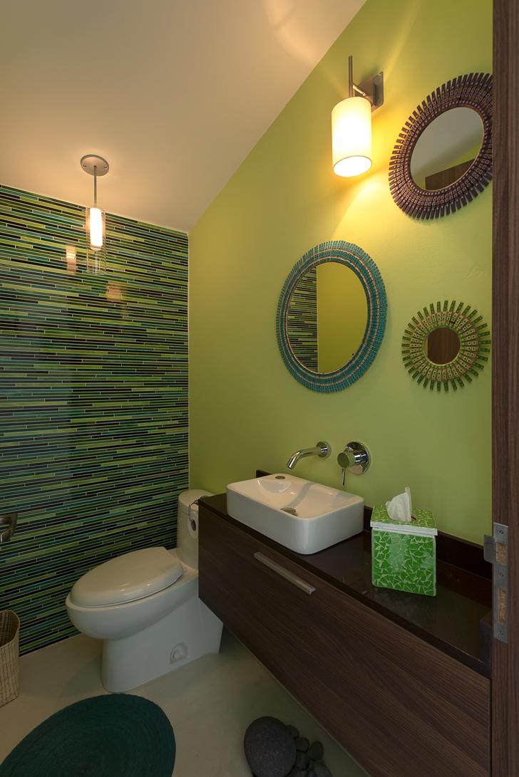 Small green bathroom in Casa del Viento by A-oo1 Taller de Arquitectura