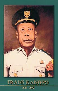 gambar-foto pahlawan nasional indonesia, Frans Kasiepo