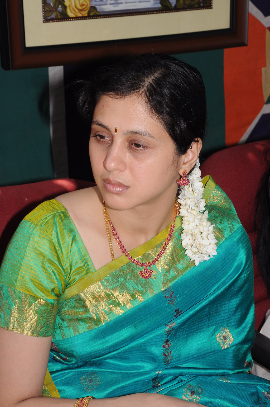 Hairstyle Coiging Devayani In Ruby Necklace And Long Gold