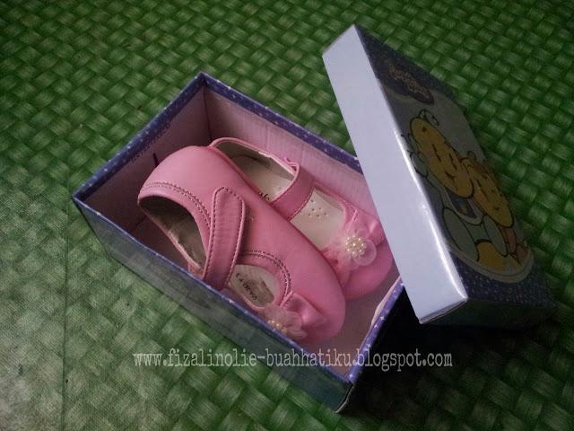 kasut untuk kanak-kanak setahun dua bulan,