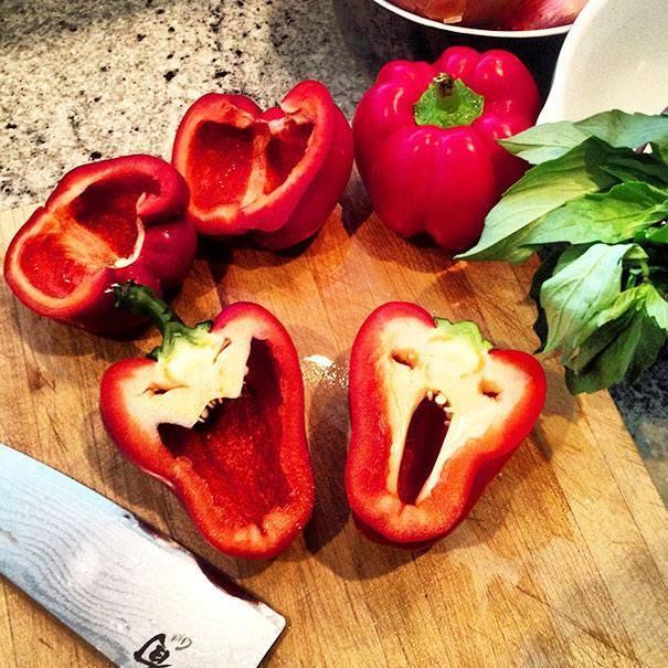 Tomat dengan wajah haloween