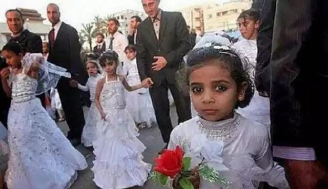 Βίντεο-σοκ: Άντρας παντρεύεται 14χρονο κορίτσι σε τζαμί