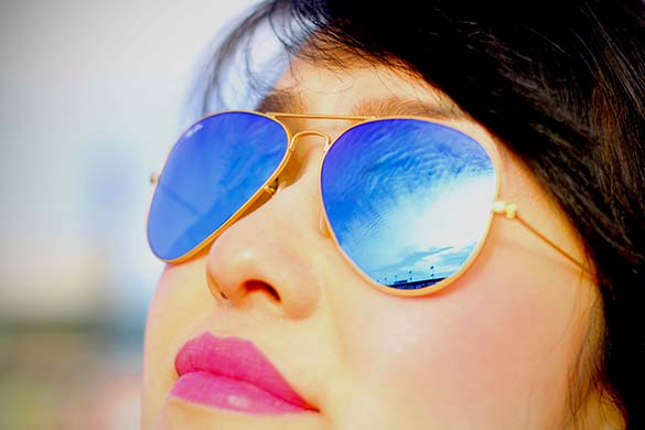 Ray Ban Aviators in gold blue