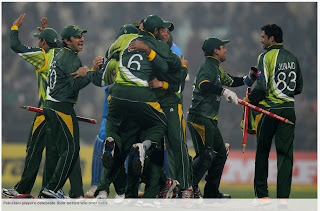 Pakistani-players-celebrate-INDIA-v-PAKISTAN-2nd-ODI-2012