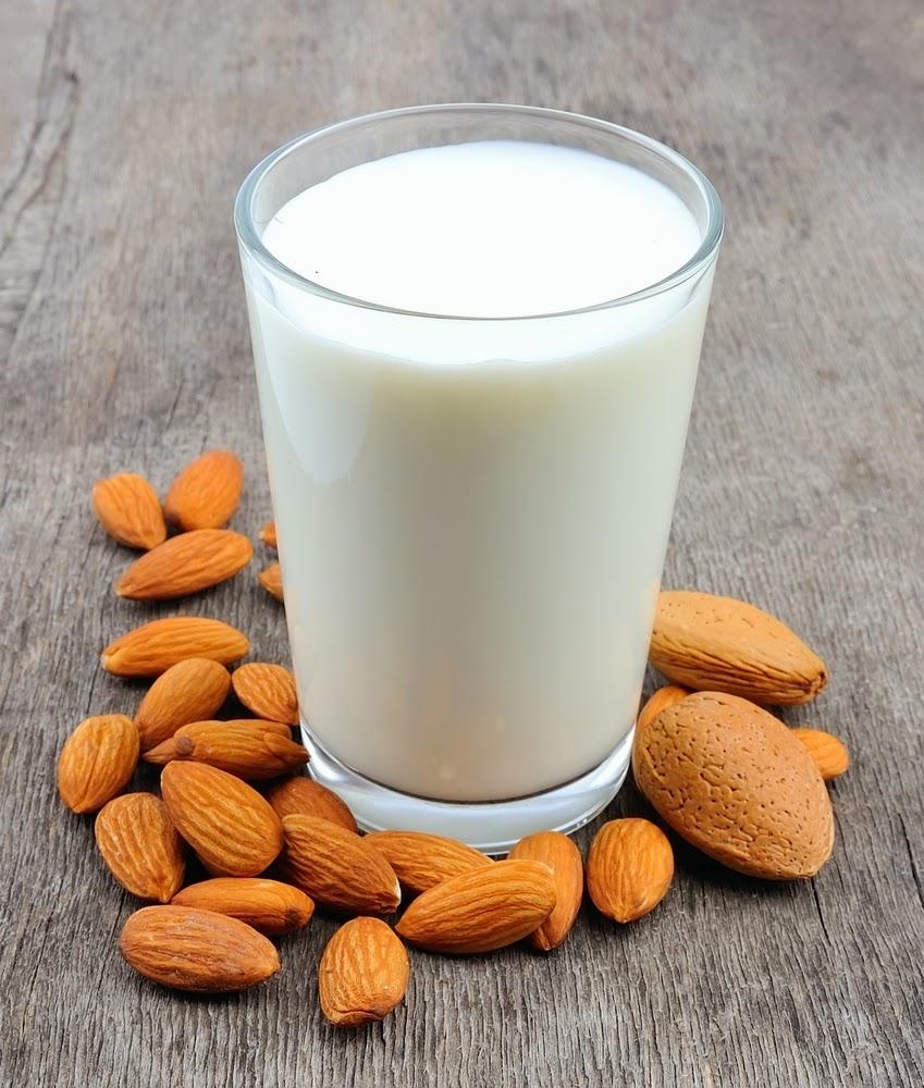 Cantik dengan Raw Almond Milk