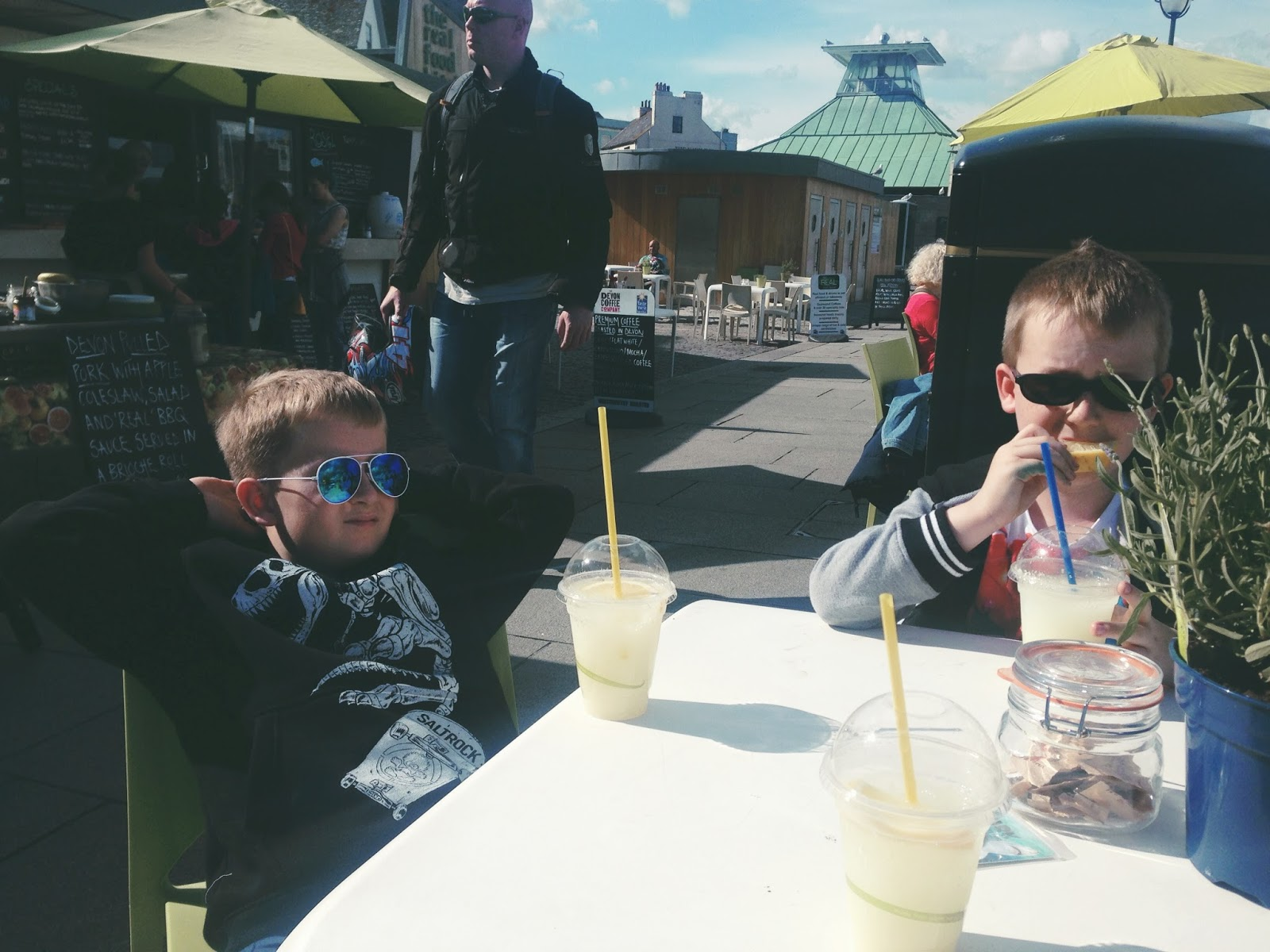lemons, sour, face, portraits, waterfront, plymouth, barbican, food, relaxing, devon, chilling, parent blogger, family blogger,  living arrows, photography,