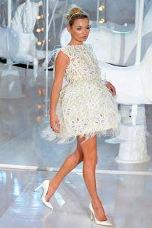 2012 ilkbahar yaz trendi kucuk beyaz elbise ler 1979395 - K���k Beyaz Elbise