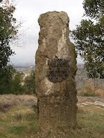 Monòlit dedicat al onzè centenari del Castell de Taradell