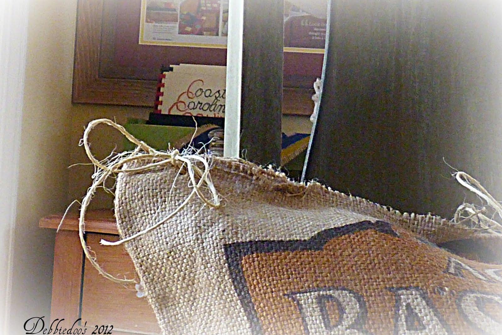 DIY no Sew burlap pillow grain sacks & DIY no Sew burlap pillow grain sacks - Debbiedoo\u0027s pillowsntoast.com
