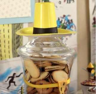 Curious George Bathroom by Sips Etc Sippy Cup Man With Yellow Hat Party  Decor. 28    Curious George Bathroom     37 Best Baby Shower Cakes Images