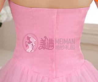 Vestido de Novia color Rosa, corte princesa sin hombros con drapeado diagonal y apliques brillantes