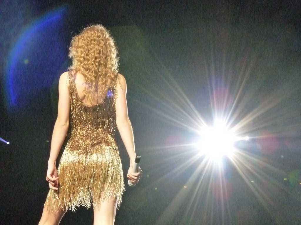 http://2.bp.blogspot.com/-MbHGVftKOVU/T1LZBginkvI/AAAAAAAA_rM/yv4ibws82mE/s1600/Taylor+Swift+Butt+&+Ass+Pics+29.jpg