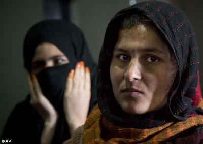 بالصور.. الحياة داخل سجن بادام باغ النسائي في أفغانستان