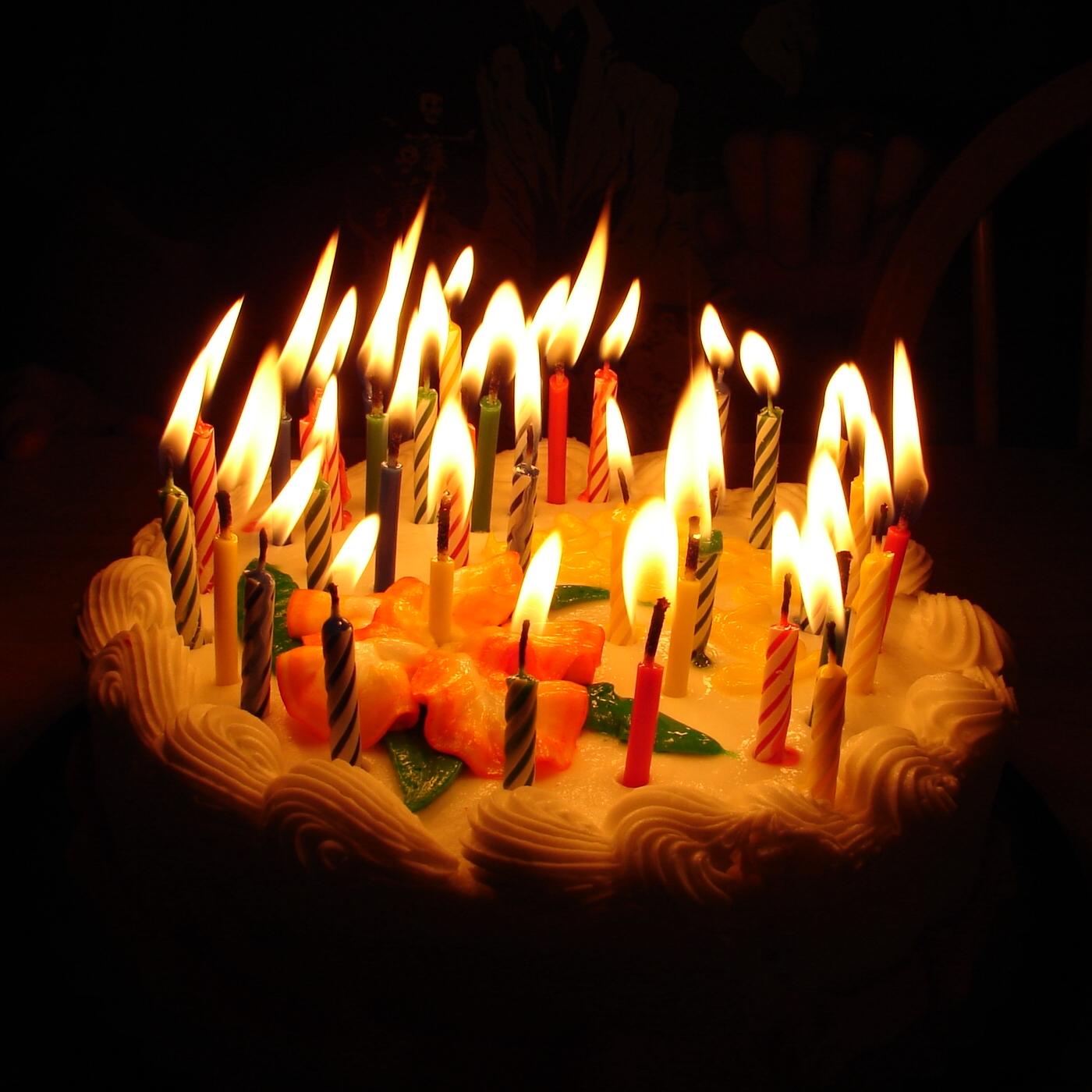 http://2.bp.blogspot.com/-Mboct6QEn_U/UUXsK-iZjmI/AAAAAAABMmI/Q_SN0E7hk8E/s1600/hinh+nen+sinh+nhat,+happy+birthday+wallpaper+(6).jpg