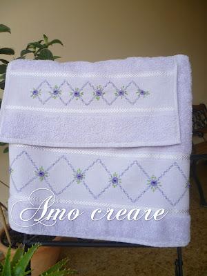 Amo creare asciugamani ricamati su inserti di aida for Animali con asciugamani