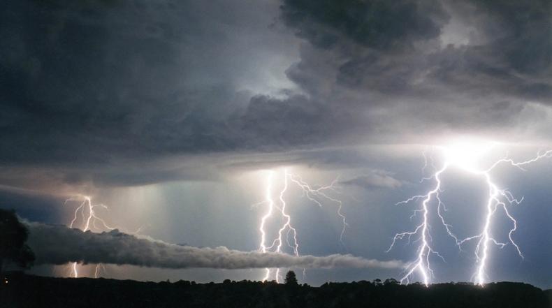Increíbles rayo luminoso fotografiados por Michael Bath