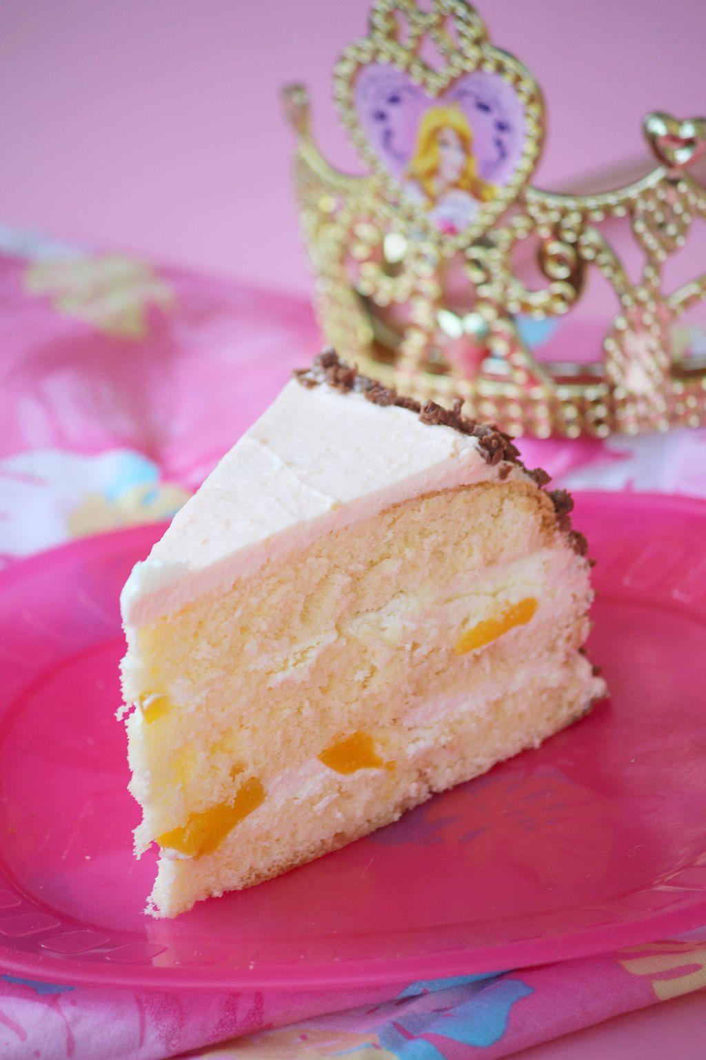 tort śmietanowo-brzoskwiniowy