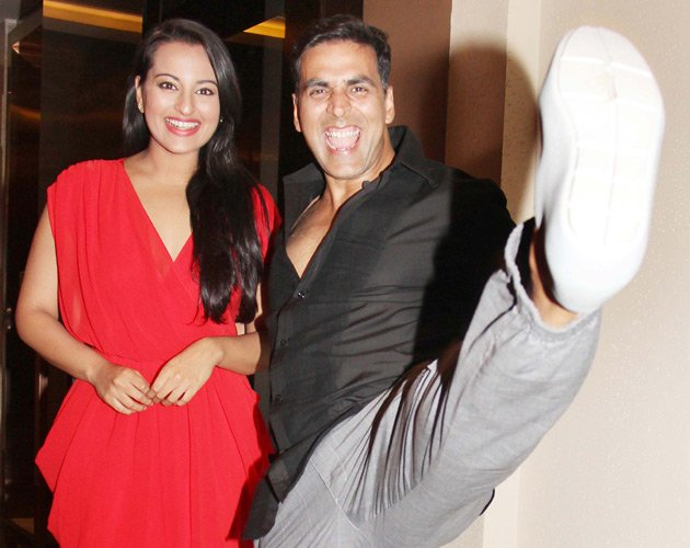 Sonakshi and Akshay doing a rowdy rathore high kick!!  - (5) -  Sonakshi Sinha celebrates her birthday with Akshay and Prabhudeva