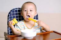 Trẻ ngậm cơm