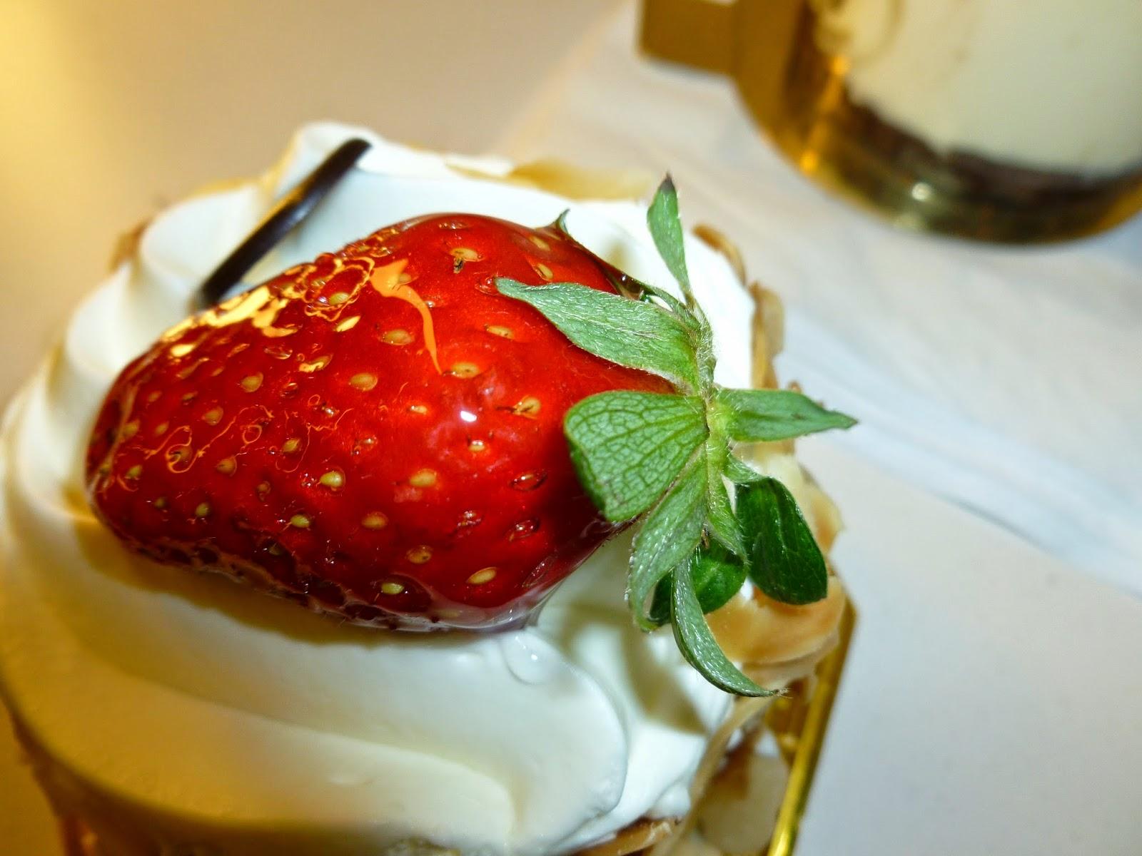 strawberry creme torte
