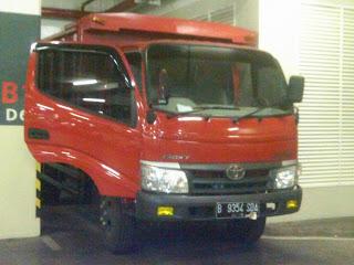 Pengiriman Colt Diesel B 9354 SDA Jakarta - ambon
