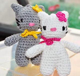 http://www.knitaholics.com/2011/11/21/how-to-crochet-hello-lucy-hello-lomo-amigurumi/